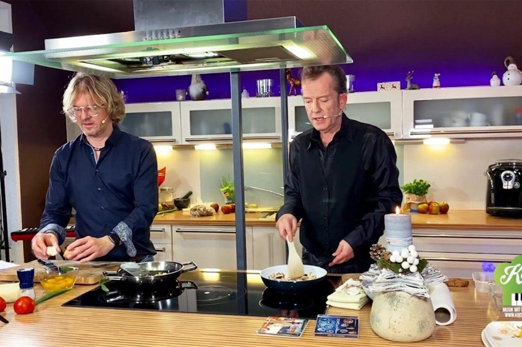 Auch Sänger Jürgen Weber und Uwe Thielker haben schon getalkt und gemeinsam gekocht.