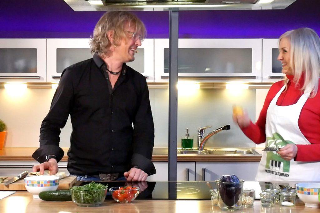 """Mit Sängerin Susan Kent hat Uwe Thielker eine """"Veggie Bowl"""" kreiert."""