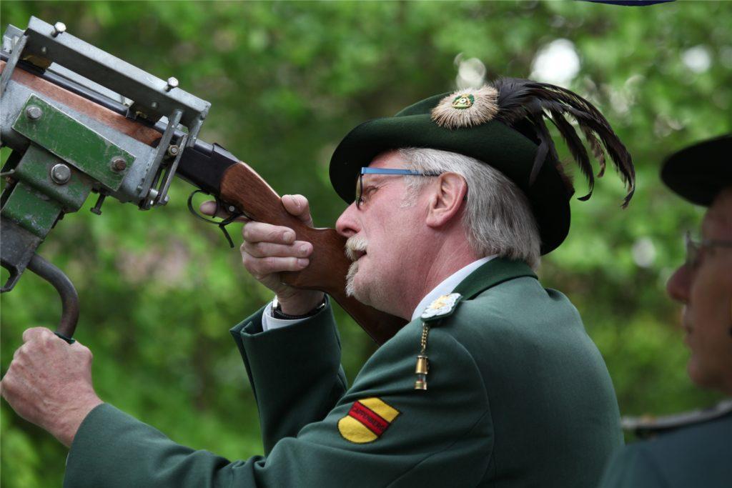 2018 stand Detlev Ringe kurz vor dem Königsschuss. Damals konnte er noch nicht ahnen, dass sich seine Amtszeit als Regent des Schützenvereins Cappenberg über die drei Jahre hinaus verlängern würde.
