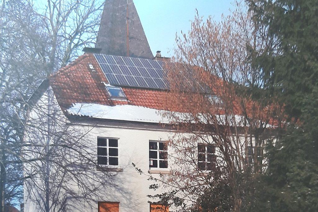 Diese Solaranlage auf dem Haus des Gemeindehauses hilft seit Jahren den Menschen im Kongo.