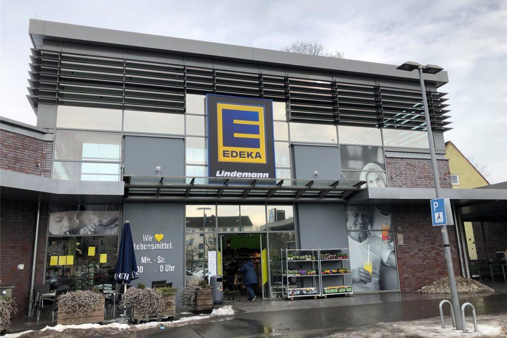 Der Edeka-Markt an der Lüdinghauser Straße trägt schon die neue Beschriftung