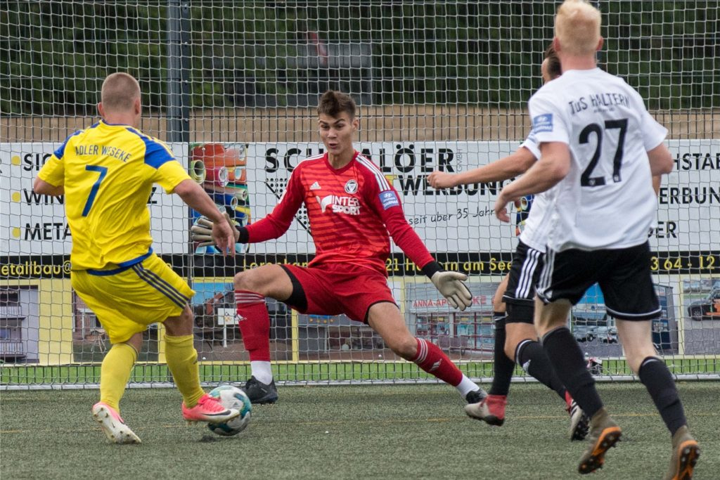 Alexander Rothkamm (rot) - hier noch im Trikot des TuS Haltern am See - verlässt den SV Sodingen nach einem Jahr wieder und wechselt zu Westfalia Herne.