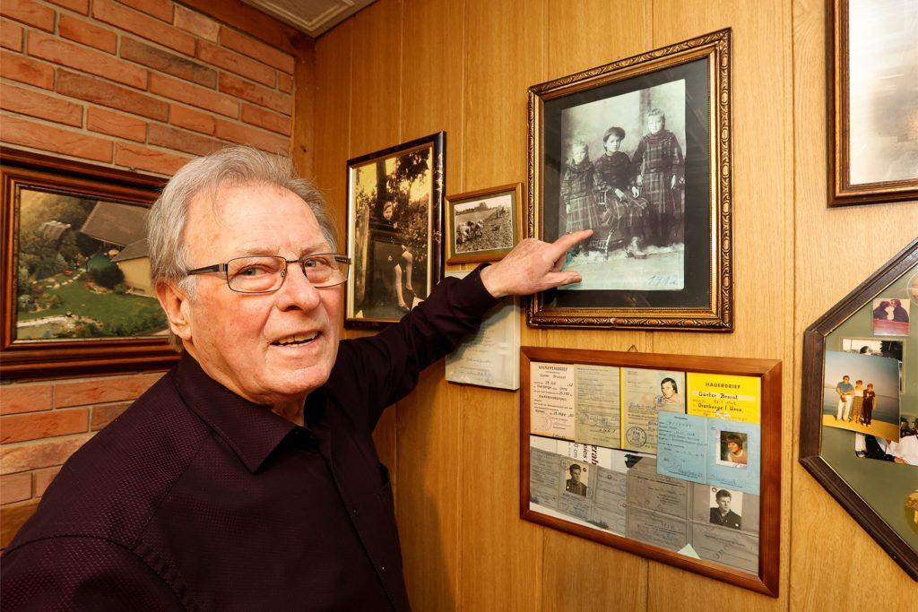Günter Brossat hat im Keller seines Hauses ein kleines Privatmuseum.
