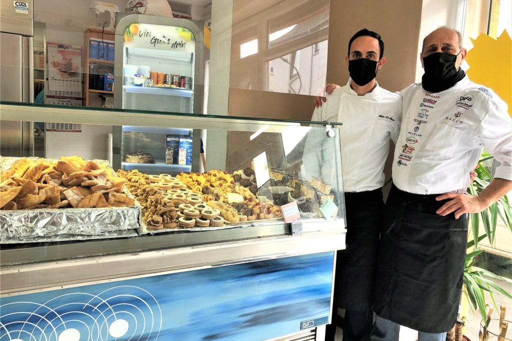 """Im """"Il Siciliano"""" hat man die Qual der Wahl: Die Auslagen sind üppig mit süßen und herzhaften Spezialitäten gefüllt."""