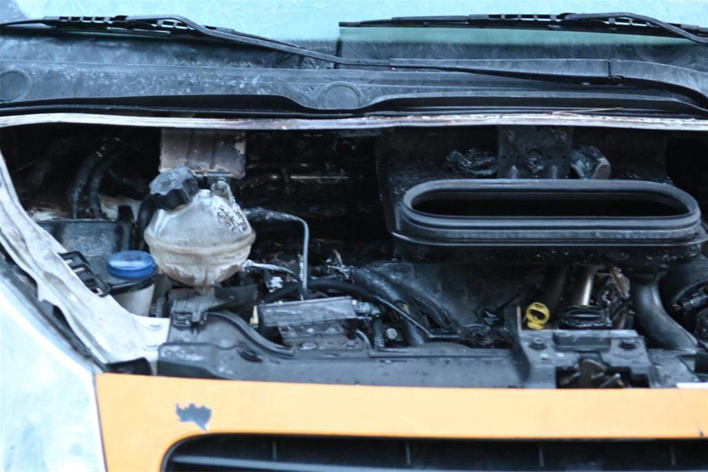 Der Niederlännder löschte den Brand im Motorraum mit Ad Blue.