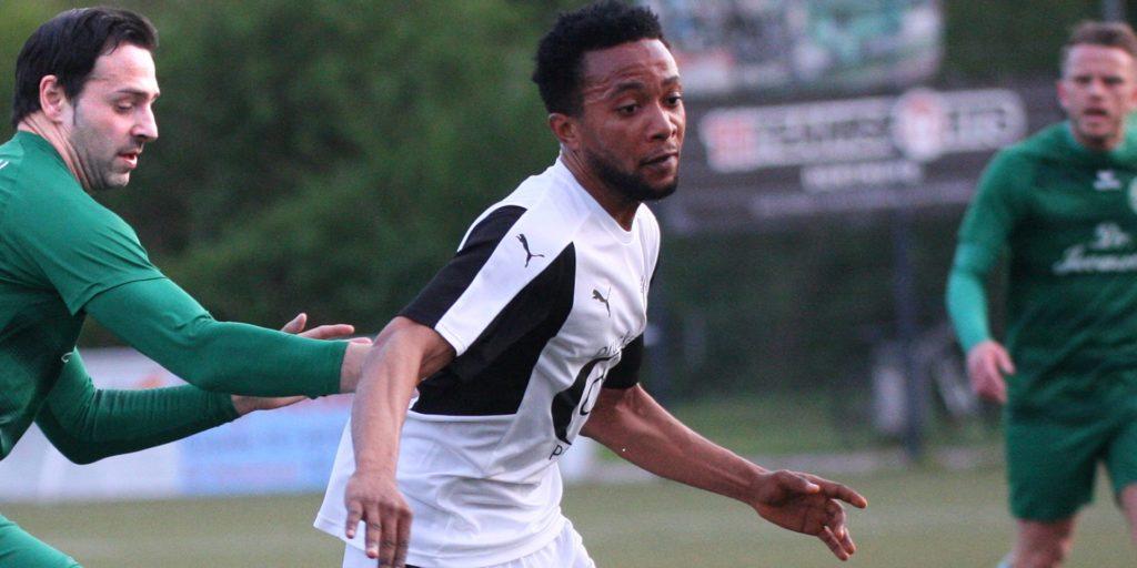 Centurion Emokpaire (M.) spielt ab Sommer für den BV Brambauer und kommt aus Dortmund vom FC Brünninghausen.