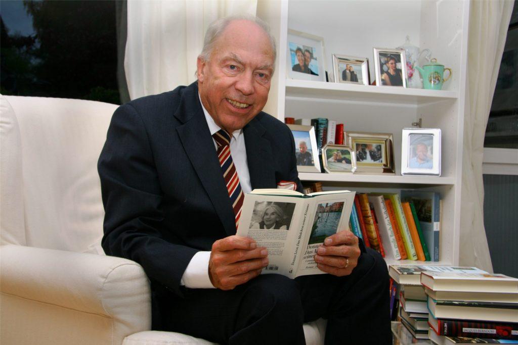 Im Ruhestand warb Dr. Walter Aden für das Lesen und engagierte sich mit großem Erfolg für die Stadt- und Landesbibliothek in Dortmund
