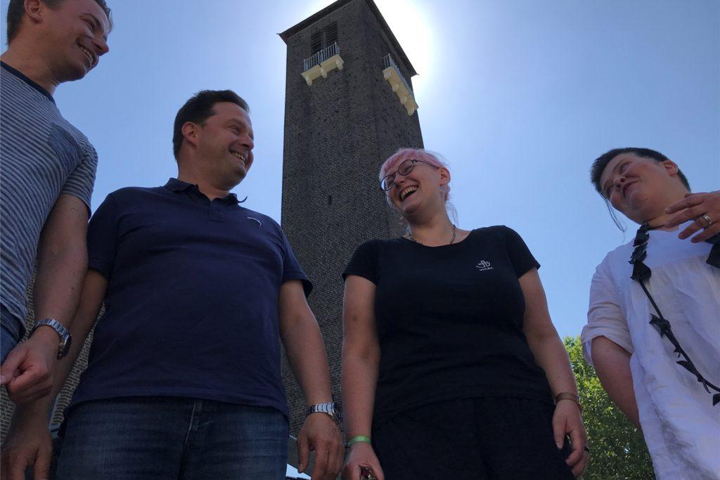 Aus vier wurden zwei: Die evangelischen Pfarrer Dominik Kemper und Sven Teschner mussten sich von Nina Ciesielski und Claudia Reifenberger (v.l.) trennen.
