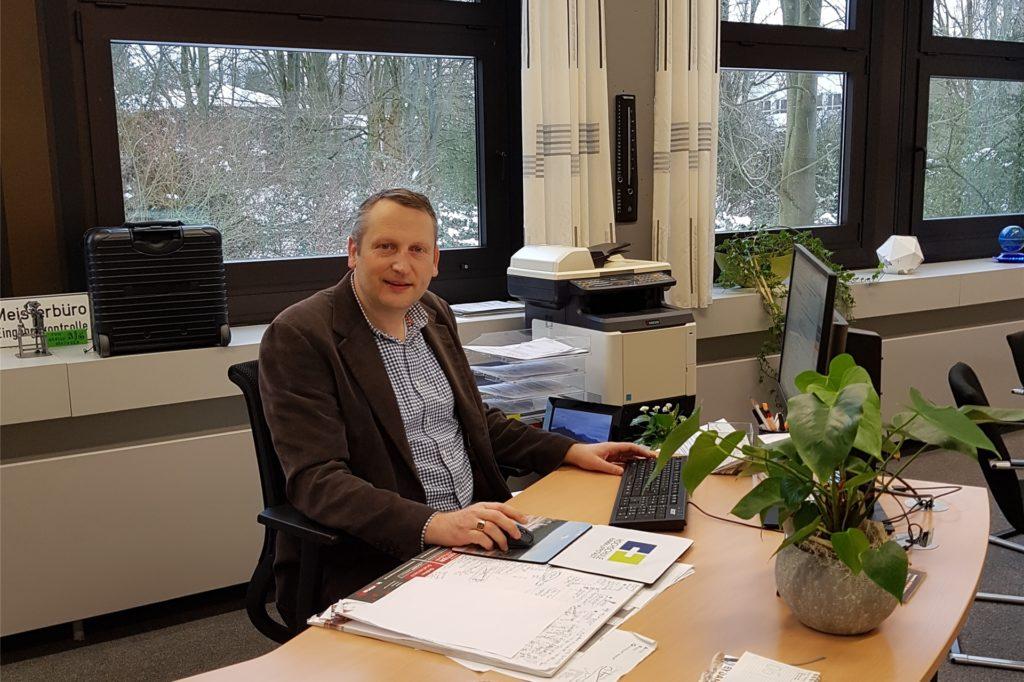 Marcel Damberg, Schulleiter, bereitet mit seinem Team die Rückkehr der Abschlussschüler am Anne-Frank-Gymnasium in Werne vor.