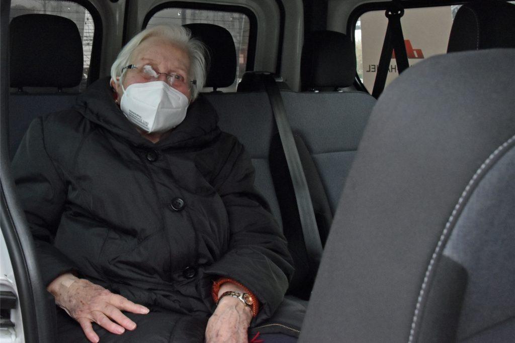 Brigitte Appelhans sitzt wieder im Awo-Mobil und lässt sich zurück nach Brackel fahren.