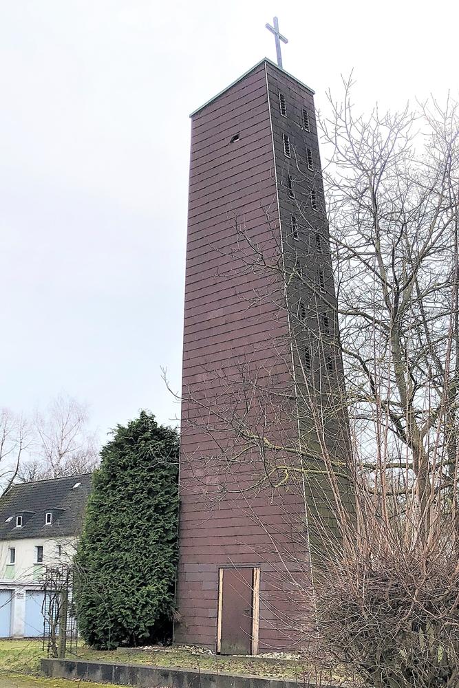 Auch der Glockenturm wird ein Fall für den Abriss-Bagger.