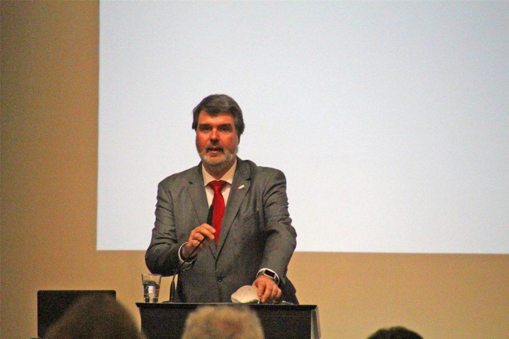 Michael Thews bei seiner Bewerbungsrede vor den Wahlkreisdelegierten aus Lünen, Selm, Werne und Hamm.