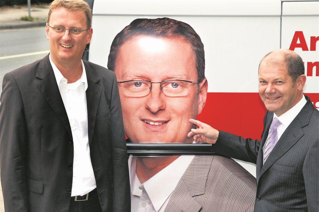 Der doppelte SPD-Wahlkreiskandidat und der Minister: Olaf Scholz (r.) warb im September 2009 für Oliver Kaczmarek, der zuvor Rolf Stöckel bei einer Kampfabstimmung um den Platz im Bundestag ausgestochen hatte.