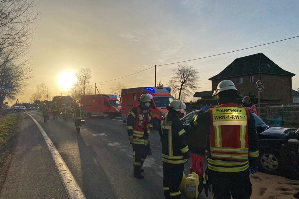 Im Einsatz waren 28 Feuerwehrleute mit 7 Fahrzeugen sowie die Polizei, der Rettungsdienst, Rettungshubschrauber Christoph 8, der organisatorische Leiter Rettungsdienst (OrgL) und der Leitende Notarzt (LNA).