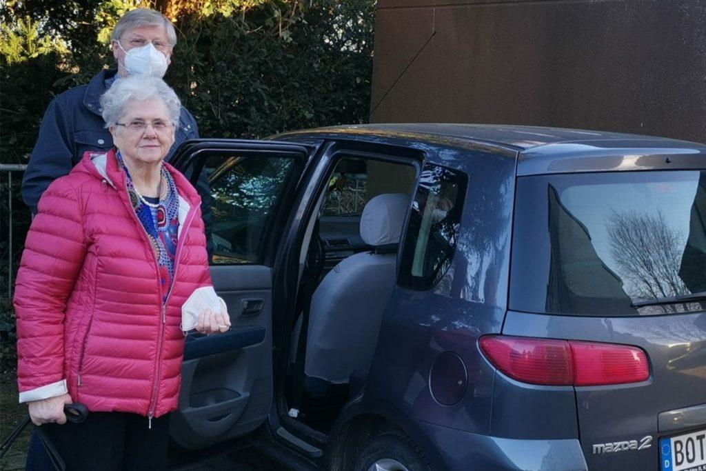 Doris Kahnert und Sohn Rainer bei der Abfahrt in Kirchhellen