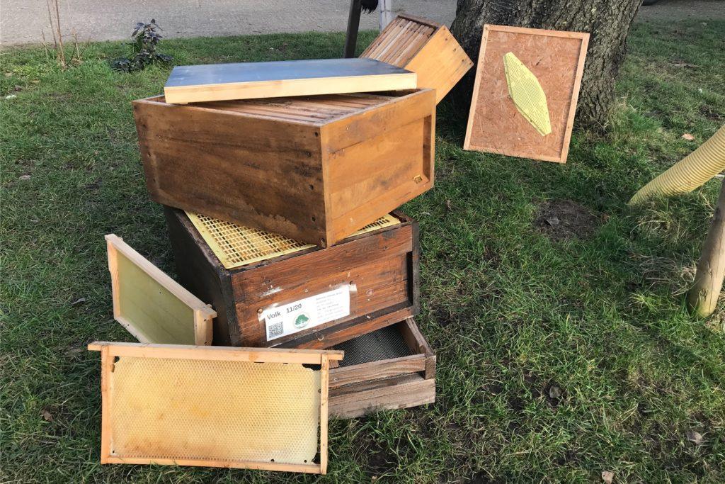Ein leerer und auseinander gebauter Bienenstock.