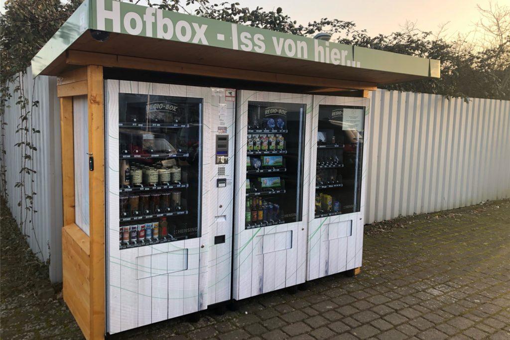Die Ascheberger Hofbox steht auf dem Gelände des Autohauses Fischer an der Davensberger Straße 11 und besteht aus 3 Automaten.