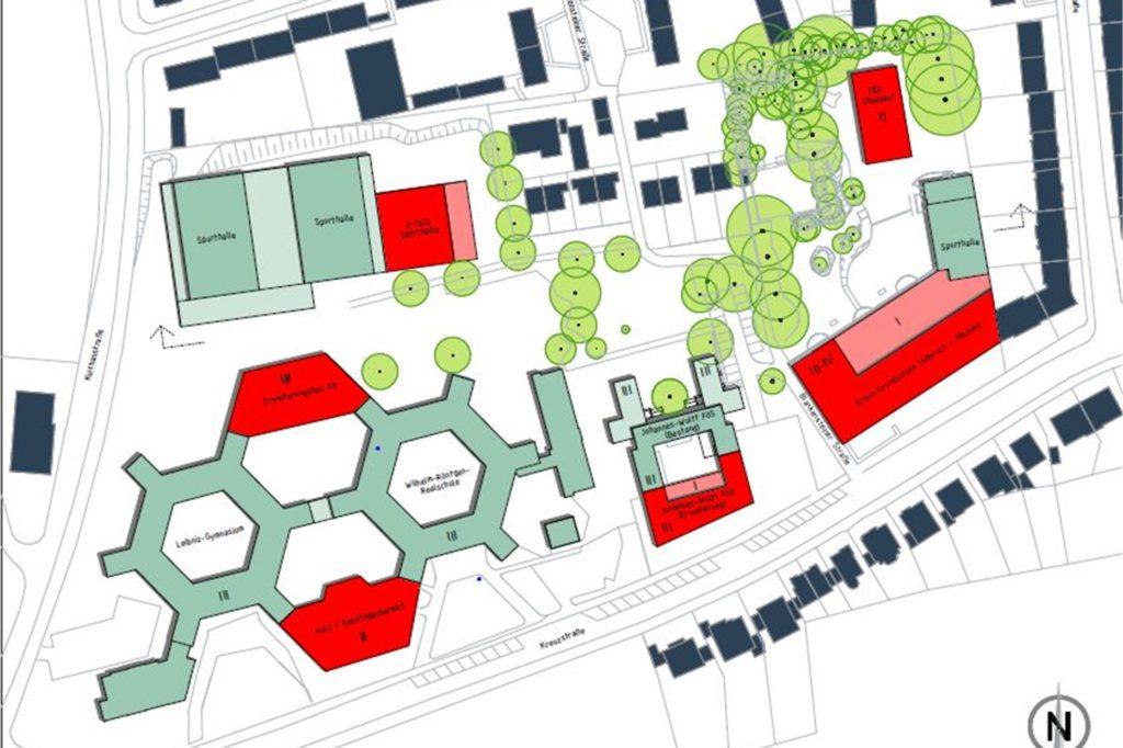 So sieht der aktuelle Grob-Entwurf für die Erweiterung des Schulzentrums Kreuzstraße aus . Die alte Kreuz-Grundschule (rechts) soll durch einen Neubau an gleicher Stelle ersetzt werden. Leibniz-Gymnasium (links) und Johannes-Wulff-Schule (2.v.r.) bekommen Anbauten. Außerdem geplant sind eine weitere Doppelsporthalle (rot, oben links) und eine Kita auf dem Schulhof der Grundschule (rot, oben rechts).