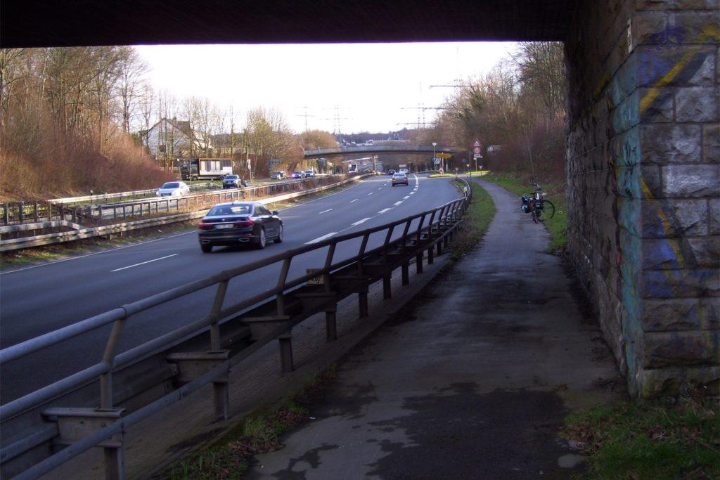 Die Unterführung an der Zillestraße ist ebenfalls eine Engstelle.