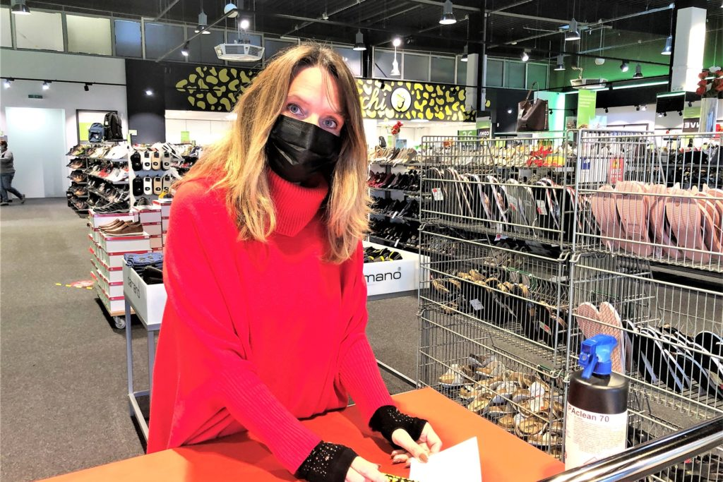 """Bei Christine Belecke, Filialleiterin des Schuhgeschäfts """"Salamander"""", kann man auch direkt vor Ort einen Shopping-Termin buchen."""
