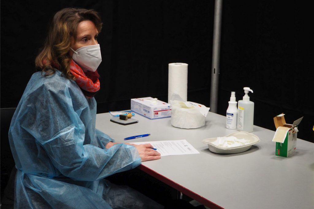 Dr. Stefanie Klein hat die Impfungen in Werne mitorganisiert. Vor jeder Impfung gibt es ein kurzes Aufklärungsgespräch, in dem letzte Fragen beantwortet werden können.