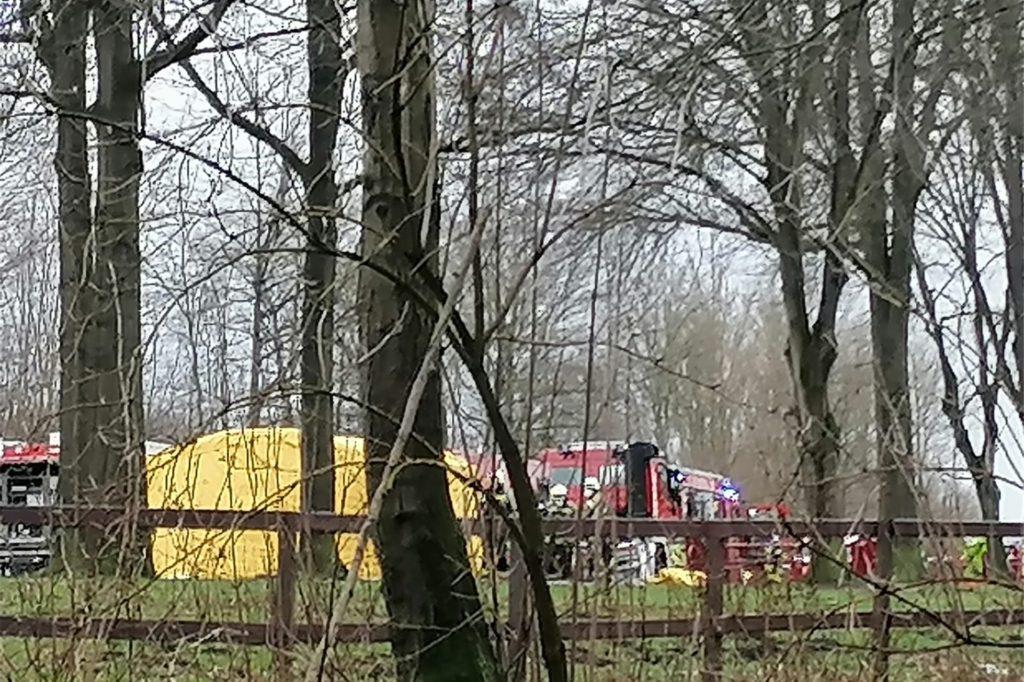 Die Feuerwehr musste mit vielen Fahrzeugen zu dem Einsatz ausdrücken.