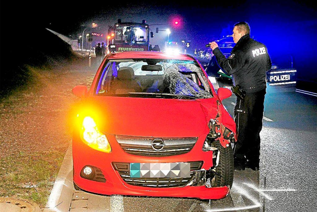 Vor fast genau zehn Jahren erfasste dieser Opel ebenfalls nicht weit von der Fußgängerampel an der B236 entfernt eine 16-jährige Schülerin aus Dortmund, die tödliche Verletzungen davontrug.