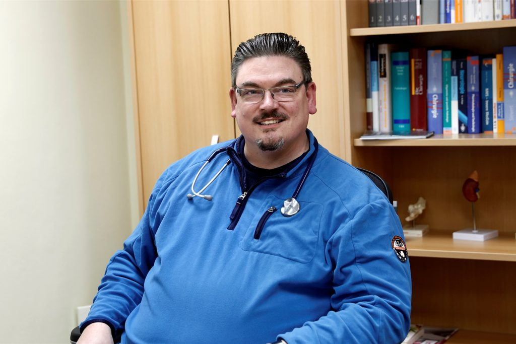 Der Halterner Arzt Björn Hollensteiner befürchtet, dass die Impfbereitschaft mit dem Astrazeneca-Impfstoff nachlassen könnte.