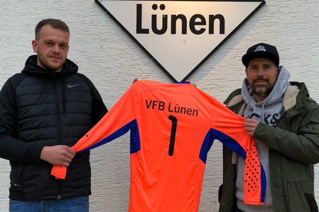 Sascha Südmeyer (l.) wird dem VfB Lünen um Co-Trainer Daniel Skubich neue Möglichkeiten im Tor bieten.
