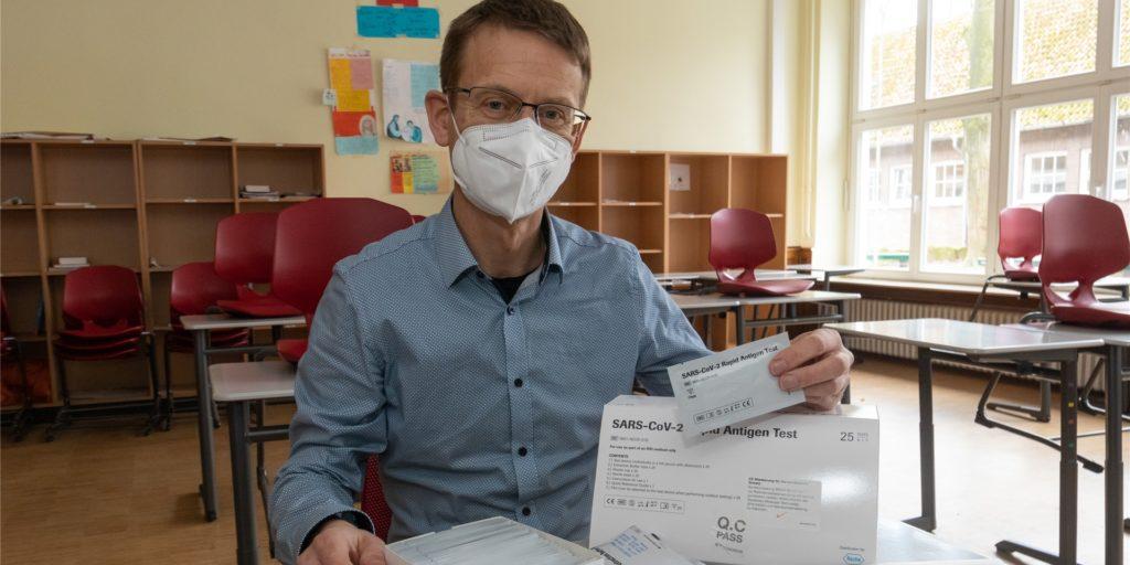 Jürgen Klomfaß, Schulleiter des Gymnasiums, hofft, dass mit den Schnelltests für die Schüler alles wie geplant funktioniert.