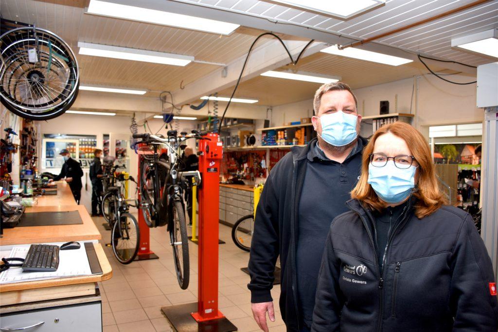 Dieter Gewers führt den Betrieb zusammen mit seiner Frau Christa (47). Ein familiäres Umfeld im Unternehmen und die Zufriedenheit der Mitarbeiter ist beiden wichtig.