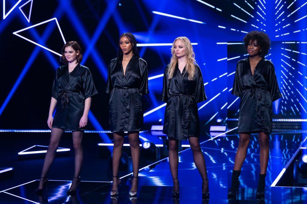 Nach ihrer sexy Performance vor Heidi Klum wird Elisa (3.v.l.) überschwänglich von der Jury gelobt.