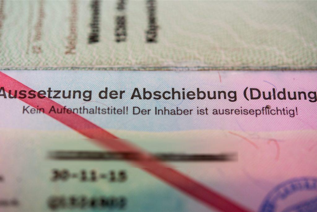 Bis zum 11.5.2021 gilt der Duldungsstatus von Poorya in Deutschland. (Symbolbild)