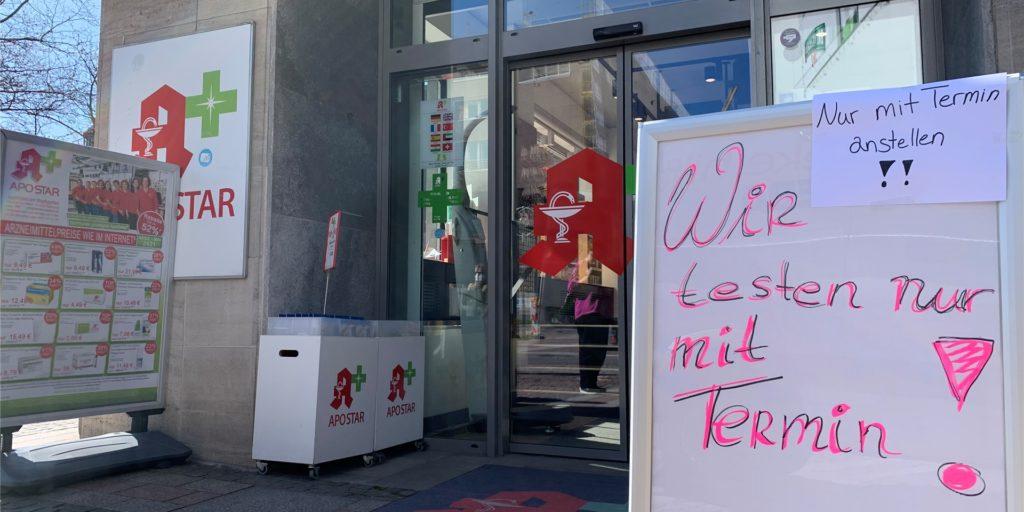 Seit Montag (29.3.) darf man in Dortmund nur noch mit negativem Testergebnis in viele Geschäfte. Doch die Test-Möglichkeiten in der City sind begrenzt.