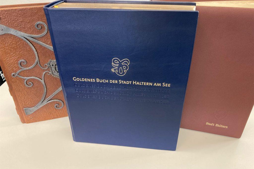Mittlerweile gibt es drei Goldene Bücher der Stadt Haltern.