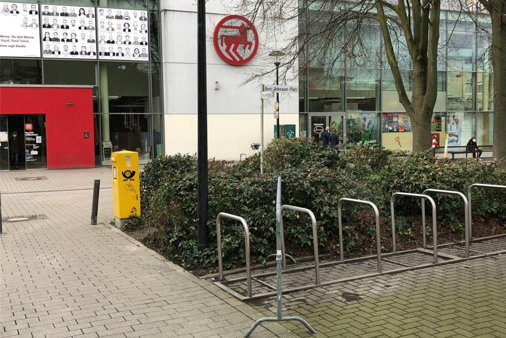 Hier an der Konrad-Adenauer-Straße gegenüber des Horne-Centers sollte das Behinderten-WC installiert werden. Gegen diesen Standort hatten sich die Politiker allerdings ausgesprochen.