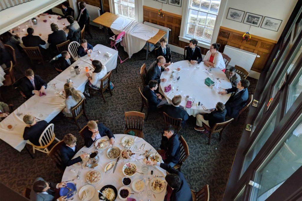 Gemeinsame Mahlzeit an der Hampshire Country School. Durch einen Hollywood-Film wurde die Schule berühnmt.