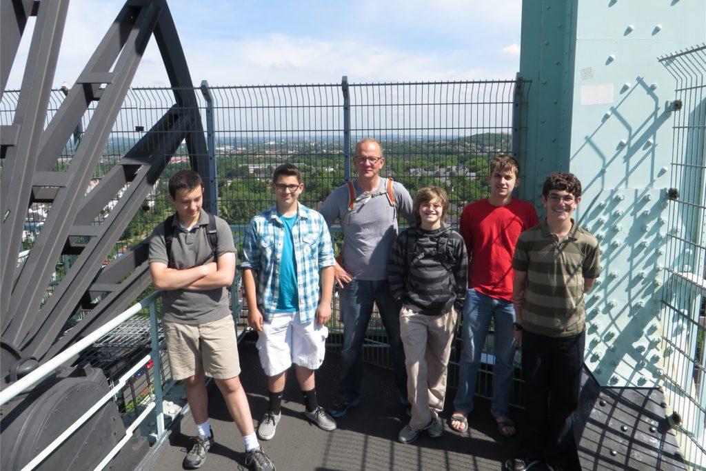 Die Gruppe der Hampshire Country School bei einem Besuch des Bergbaumuseums in Bochum