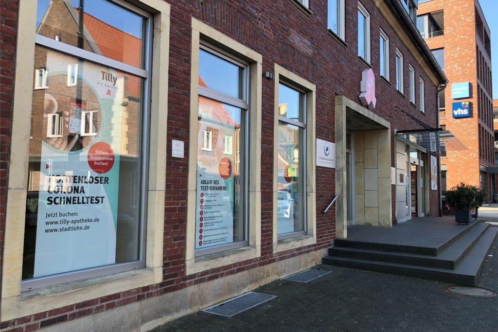 Das neue Testzentrum wurde in dem ehemaligen Blumenladen an der Klosterstraße neben der Tilly-Apotheke eingerichtet.