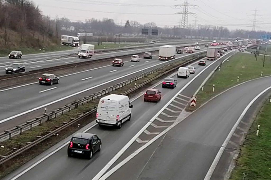 Alltägliches Bild: Abends staut sich der Verkehr vor dem Autobahnkreuz Dortmund-Nordost in Fahrtrichtung Norden, morgens in Gegenrichtung.