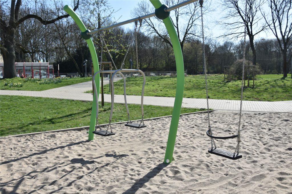 Dass Inklusionsaspekte berücksichtigt werden, war den Gestaltern des Spielplatzes besonders wichtig. Die Schaukeln können auch Kinder nutzen, die nicht sicher sitzen können.