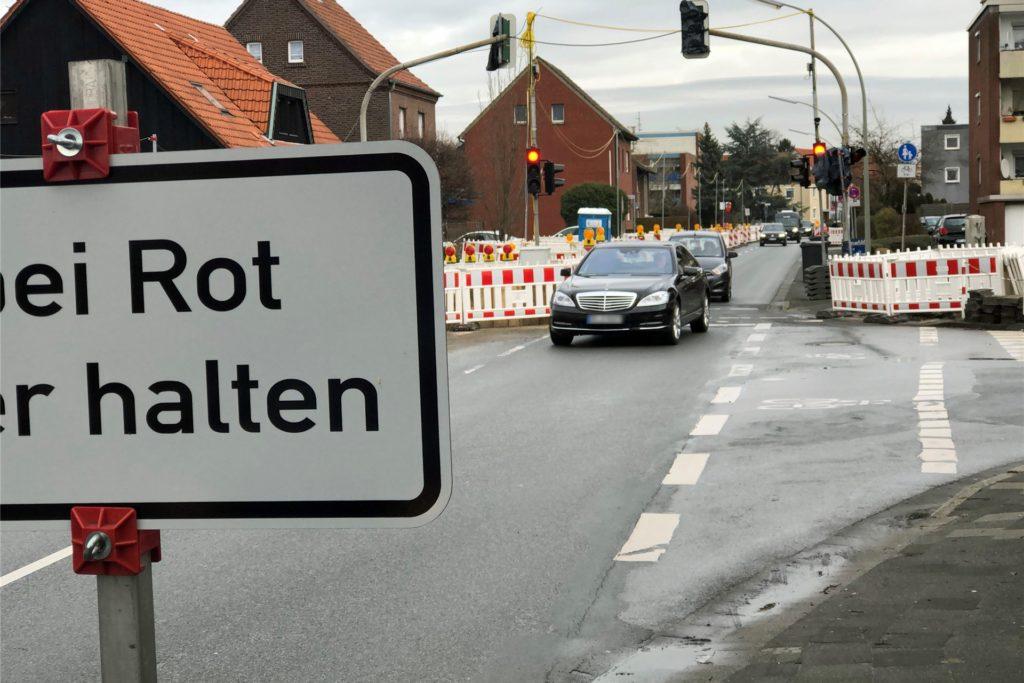 Die Signale für ein Ende der Kanalbauarbeiten Horster Straße stehen immer noch auf Rot.