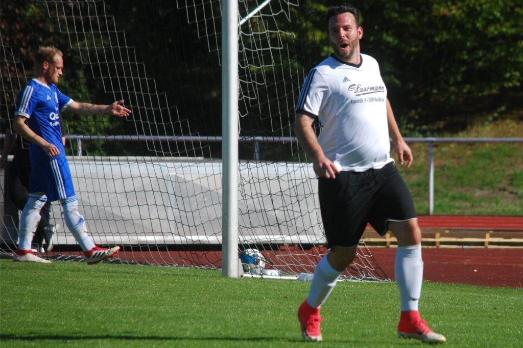 Kai-Uwe Klaka beim Torjubel nach dem 3:1 gegen SV Südkirchen.
