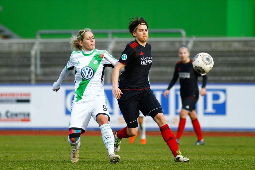 Nicu Burgheim  (r.) war damals auch im Einsatz gegen den aktuellen Deutschen Meister der Frauen, den VfL Wolfsburg.