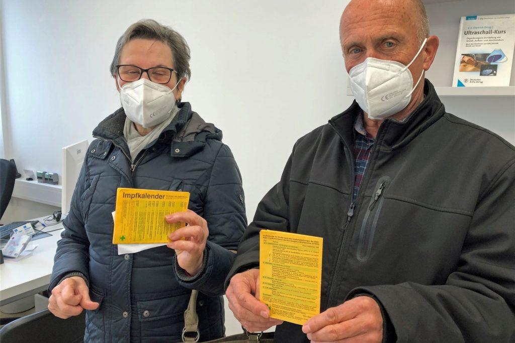 Waltraud und Willi Rempe sind am Dienstag zur Impfung in die Praxis im Kreishaus geladen worden. Das Ehepaar aus Wüllen ist sehr froh über die Impfung, auch wenn doch ein bisschen Aufregung herrscht vor dem
