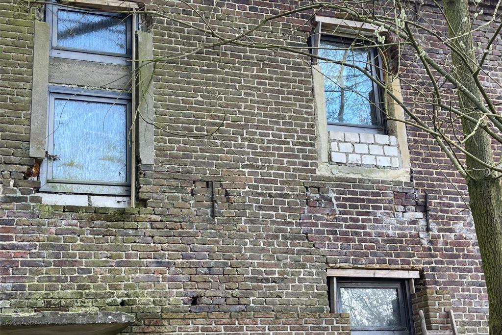 Das frühere Herrenhaus befindet sich in einem schlechten Zustand.