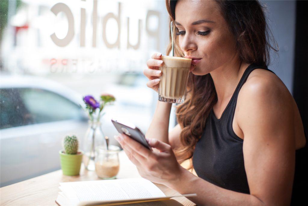 Lecker! Im Kaffee stecken unzählige Aromen und Bitterstoffe.