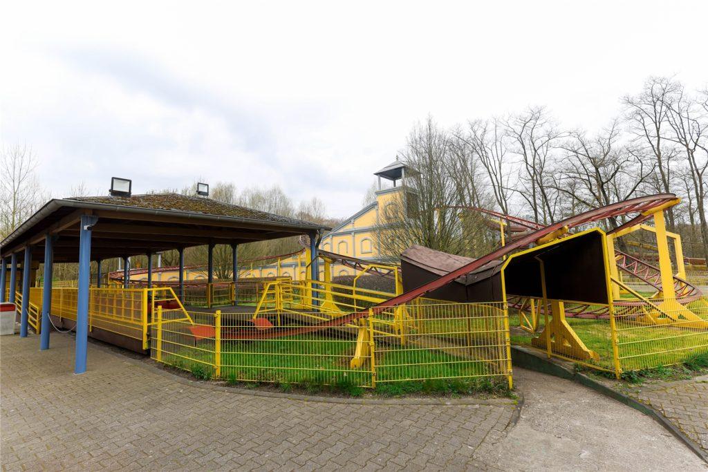 Im Freizeitpark Schloss Beck fährt momentan niemand Achterbahn. Betreiberin Karla Kuchenbäcker findet das äußerst ungerecht.