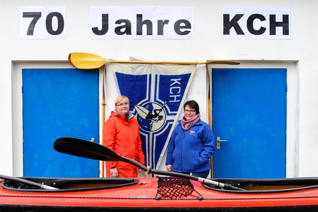 Freuen sich über das 70-jährige Jubiläum des Kanu-Clubs Hamm-Marl: Die Vorsitzende Elke Heuver (l.) und Wanderwartin Sabine Uehlemann.