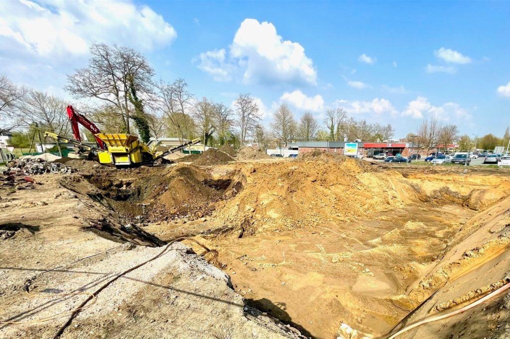 Die Baugrube für die Tiefgarage ist schon ausgehoben.
